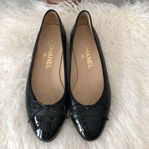 💥 CHANEL Black Cap Toe Ballet Flats 37.5